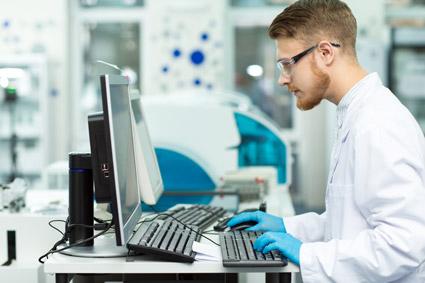 lab-computer-user-425